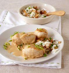 Wer es crunchy mag, nimmt für die Sauce stückige Erdnussbutter. Dazu passt Erbsenreis.