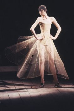 Alexander McQueen, N°13 , Spring-Summer 1999, Erin O'Connor, London.