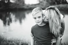 Lake of the Ozarks Missouri children's natural light photographer. mom and me mini session.