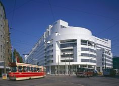 Richard Meier - City Hall and Central Library of The Hague, Netherlands Richard Meier, Marcel Breuer, Museum Of Contemporary Art, Contemporary Architecture, Barcelona Museum, Central Library, Famous Architects, Building Art, Built Environment