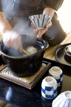 Breakfast at Ryokan Hotel, Donabe-Pot Cooked Rice (Ishikawa Yamshiro Onsen, Japan)|旅館の炊きたて土鍋ごはん
