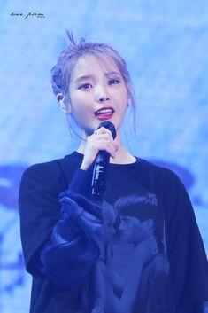 "IU 191102 ""Love Poem"" 2019 Tour Concert in Gwangju Day1 Korean Star, Korean Girl, Asian Girl, Kpop Girl Groups, Kpop Girls, Gwangju, Iu Fashion, Korean Actresses, Love Poems"