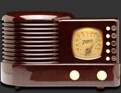 Zenith Radio..  Not a tube radio - It's a reproduction.  I have one like this.
