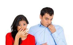 Chữa hôi nách bằng phẫu thuật can thiệp vào tuyến mồ hôi như thế nào  Với những người bị bệnh hôi nách, vùng hố nách như là một ổ vi khuẩn gây mùi  với phức hợp các yếu tố từ: acid béo bên trong tuyến mồ hôi dầu dưới nách và vi khuẩn có hại trên da. Phức hợp này khi gặp nhau sẽ bắt đầu oxi hóa tạo mùi amoniac rất nồng nặc hay còn gọi là mùi hôi nách.
