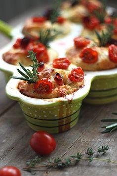 piepmatz: Rezept: Tomaten-Muffins mit Rosmarin & Thymian.