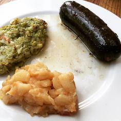 Boudin noir écrasé de panais brocolis et compote de pommes #boudin #panais #brocolis #pommes #compote #cuisine #food #homemade #faitmaison N'hésitez pas à nous demander la recette nous la publierons dans notre bloghttp://ift.tt/1JtxP6n #amazing #eat #foodporn#instagood #photooftheday#yummy #sweet #yum #Instafood #dinner #fresh #eatclean #foodie #hungry #foodgasm #tasty #eating #foodstagram #cooking #delish #foodpics Vous pouvez nous suivre dans Twitter @mememoniq ou sur Facebook…