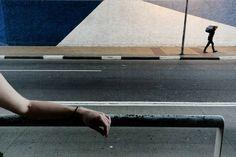 """A calma interiorana de Cássia, Minas Gerais, e a pressa da vida em São Paulo. As ruas de cada cidade revelam o confronto entre o bucólico e o moderno na exposição fotográfica 'Por Ruas distantes', no OiFuturo de 17 de janeiro a 24 de março, com entrada catraca livre. A mostra reúne obras do artista...<br /><a class=""""more-link"""" href=""""https://catracalivre.com.br/rio/agenda/barato/as-ruas-das-cidades-exposicao-fotografica-traz-contraste-entre-o-bucolico-e-o-moderno/"""">Continue lendo »</a>"""