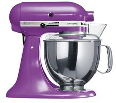 The now iconic KitchenAid Artisan stand mixer keeps on appearing in new and quite alluring colors. KitchenAid UK latest offering is a beautiful Cranberry mixer. Kitchenaid Artisan Stand Mixer, Kitchenaid Artisan Cook Processor, Kitchen Aid Artisan, Kitchen Aid Mixer, Artisan Food, Kitchen Aide, Country Kitchen Accessories, House Accessories, Kitchens