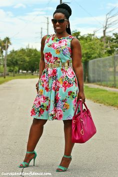 Curves and Confidence   Inspiring Curvy Fashionistas One Outfit At A Time: Summer Style: Flower Power