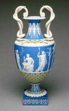 """""""Hercules in the Garden of the Hesperides"""". Se incorporó a las cerámicas motivos inspirados en los objetos encontrados en las excavaciones de Herculano y Pompeya.  vase, 1785 John Flaxman (England, 1755–1826) (designer for Josiah Wedgwood) Jasperware, Wedgwood"""