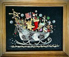 Costume Jewelry Crafts, Vintage Jewelry Crafts, Jewelry Christmas Tree, Christmas Art, Christmas Button Crafts, Christmas Ornaments, Jewelry Frames, Jewelry Tree, Jewelry Ideas