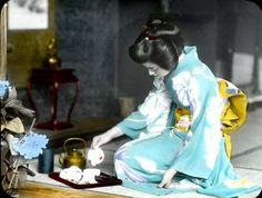 geisha girl pouring tea
