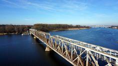 Kolejowy most zwodzony nad Regalicą