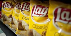 Lonely, single people are being blamed for America's snacking frenzy - MarketWatch Potato Chip Flavors, Potato Chips, Food Technologist, Frito Lay, Cheesy Garlic Bread, Single People, Snack Recipes, Snacks, Chicken And Waffles