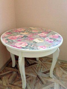 Auf folgende Seite erkennen Sie, wie kann man ganz einfach und relativ schnell, einen wunderschönen Shabby-Chic Tisch selber machen.