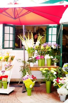Opening your own business after floral design school? This apple cart style storefront is a great idea for small spaces... #ashworthcollege, #flowers