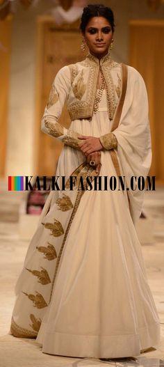 http://www.kalkifashion.com/designers/rohit-bal.html Models showcasing Rohit Bal's fabulous bridal and groom collection at Indian Bridal Fashion Week 2013 at Mumbai