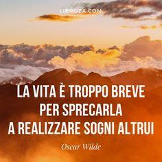 Oscar Wilde Citazioni Verità Coraggio Obiettivi Agire Volere Potere Oscar Wilde Quotes, Take Me Up, Book Club Books, Life Quotes, Words, Mantra, Frases, Flat Abs, Psicologia