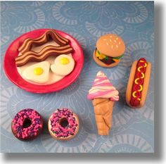This seller makes the cutest Dollie food! Check her out. American Girl Doll Food 18 Little Princess American Girl Food, Ropa American Girl, American Girl Parties, American Girl Crafts, American Dolls, Ag Doll Crafts, Doll House Crafts, Diy Doll, Crafts For Girls
