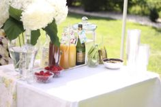 Best breakfast at tiffanys party ideas brunches mimosa bar Ideas Sangria Bar, Mimosa Bar, Party Food And Drinks, Bar Drinks, Beverage Bars, Pre Wedding Party, Brunch Wedding, Afternoon Wedding, Wedding Stuff