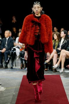 Givenchy - Fall 2015 Ready-to-Wear - Look 29 of 52?url=http://www.style.com/slideshows/fashion-shows/fall-2015-ready-to-wear/givenchy/collection/29