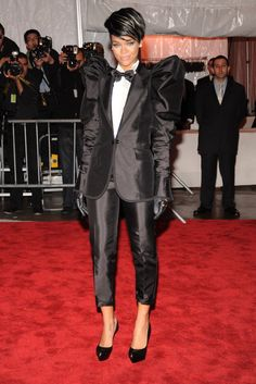 Pin for Later: Les 100 (et Plus) Plus Belles Robes Jamais Vues au Met Gala Rihanna En Dolce & Gabbana.