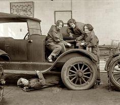 High school girls learning auto mechanics, 1922. OMG Facts (@OMGFacts) | Twitter
