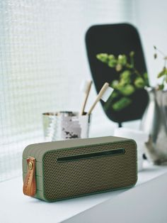 aMOVE in white from KREAFUNK is a compact, wireless speaker created in a beautiful design. Connect aMOVE with your smartphone, and you will be ready to listen to your favourite tunes. See more colours on our website. Diy Speakers, Stereo Speakers, Bluetooth Speakers, Radios, Radio Antigua, Usb, Nordic Design, Marshall Speaker, Cool Designs