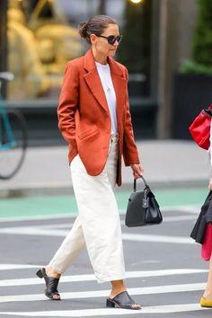 Ces 9 outfits de Katie Holmes ont eu un impact sur les tendances de 2020 | Vogue Paris