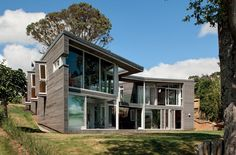 This house, by Daniel Marshall Architects, has been designed as two pavilions linked by a bridge over a cascading water feature. New Zealand Houses, Residential Architecture, Water Features, Pavilion, Architects, Bridge, Mansions, House Styles, Inspiration