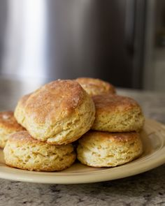 How Carla Hall Makes Biscuits The irrepressible chef and TV personality shares her go-to recipe—plus eight great tips—for can't-miss biscuits Dinner Rolls, Most Popular Recipes, Favorite Recipes, Macarons, Club Of Cooks, Food Network Recipes, Cooking Recipes, What's Cooking, Bread Recipes