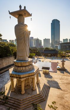 Bongeunsa Temple in Seoul - Review & Tips http://www.travelcaffeine.com/bongeunsa-temple-tips-review-seoul/