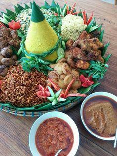 Nasi Tumpeng #yellowrice #blessing #ceremony #thankful #jabunamivilla #canggu #bali