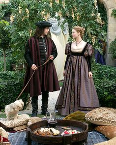 I do adore Italian renaissance style gowns ...they are my most favorite gowns of all