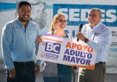 Entregan becas a casi 2 mil adultos mayores de Tijuana