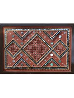The traditional art form of kutch mud art commonly known as lippan art is presented here in the form of diamond-shaped exclusive design. It is the best home decor product if you are looking for something traditional. Worli Painting, Ganesha Painting, Madhubani Painting, Clay Wall Art, Mural Wall Art, Murals, Canvas Art Projects, Clay Art Projects, Mirror Mosaic