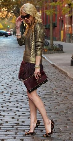 Metallic and feathers. Great outfit.