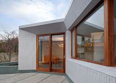 Walls reflect light into Greenlea Road extension by GKMP Architects