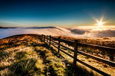 Mist on the Great Ridge between Castleton and Edale British Countryside, Wind And Rain, Sunset Landscape, Peak District, Pictures Of The Week, Sunlight, Mists, Sunrise, Brother