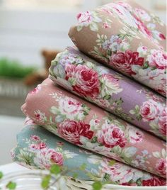 """Sewing Fabric Flowers For more pretty florals and some matching patterns, see my """"SHABBY CHIC"""" board. Tissu Style Shabby Chic, Tela Shabby Chic, Shabby Chic Fabric, Shabby Chic Homes, Shabby Chic Flowers, Decoration Shabby, Deco Floral, Floral Prints, Granny Chic"""