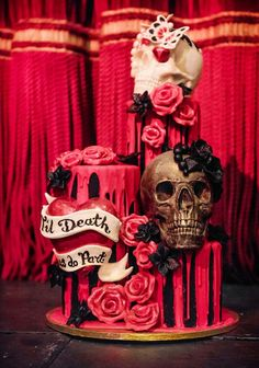 Alternative Wedding Cakes: 23 Awesome Ideas Gothic wedding cake from Choccywoccydoodah Skull Wedding Cakes, Gothic Wedding Cake, Cool Wedding Cakes, Wedding Cake Designs, Wedding Ideas, Steampunk Wedding Cake, Sugar Skull Wedding, Unusual Wedding Cakes, Trendy Wedding