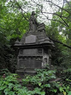 An overgrown area of the cemetery which has yet to be cleared of ivy. Dartford Warbler has just written an interesting post over at her . Cemetery Angels, Cemetery Art, Old Cemeteries, Graveyards, Gardens Of Stone, Cemetery Monuments, Grave Markers, Catacombs, Memorial Park