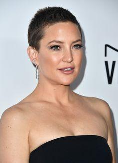 O poder do cabelo raspado bem curtinho: Kate Hudson maravilhosa