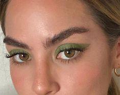 Green eyeshadow look Makeup Goals, Makeup Inspo, Makeup Art, Makeup Inspiration, Makeup Tips, Clown Makeup, Makeup Ideas, Makeup Eye Looks, Cute Makeup