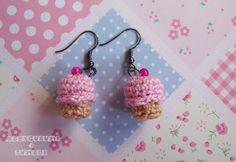 my amigurumi cupcake earings. :3