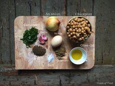Simple & healthy Falafel recipe Healthy Falafel Recipe, Black Rice, Ground Coriander, Tzatziki, Wine Recipes, Super Easy, Eggs, Simple, Board