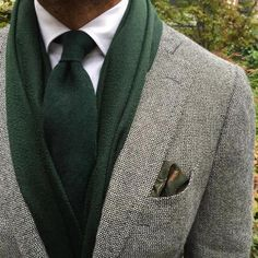 Best men's jackets are a very important part of every man's clothing collection. Men will need outdoor jackets for a number of situations as well as some weather conditions. Men's Jacket Ideas. Men's Pocket Squares, Tie And Pocket Square, Sharp Dressed Man, Well Dressed Men, Suit Fashion, Mens Fashion, Fashion Outfits, Braut Make-up, Sport Chic