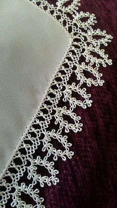Needlework embroidered on white cover- Iğne oyalari beyaz örtü Needlework embroidered on white cover - Filet Crochet, Crochet Borders, Needle Lace, Needle And Thread, Hand Embroidery Stitches, Embroidery Designs, Baby Knitting Patterns, Crochet Patterns, Sew In Body Wave
