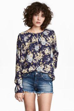 Long-sleeved blouse Model