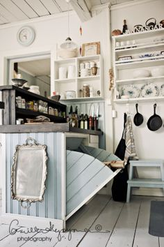I Lilla Kamomillas Villa: Favoriter i köket.  kitchen storage.